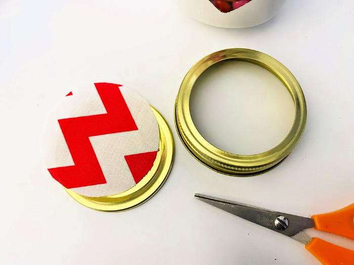 cut circle for Valentine Mason jar crafts
