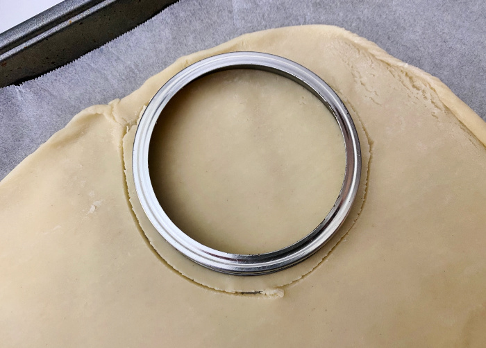 cut around Mason jar lid for pies